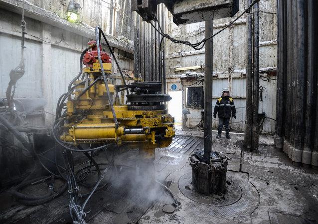 中国对成品油价格机制设置调控上下限