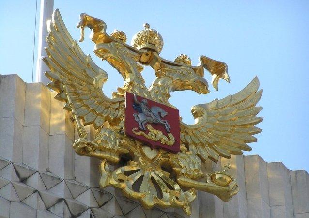 俄罗斯国徽何时首次出现在了邮票上?