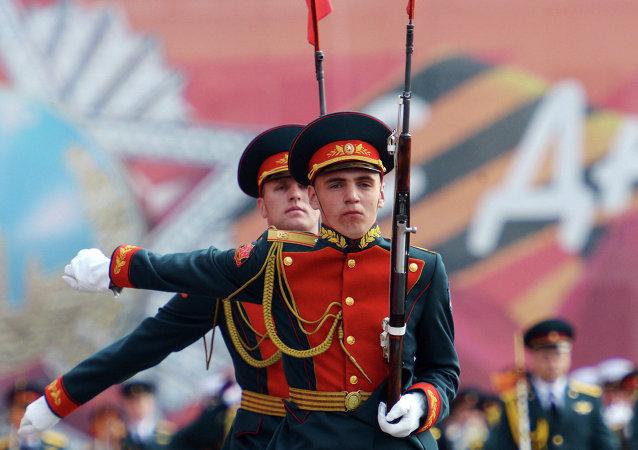 俄陆海空仪仗队在北京阅兵式期间将压轴出场