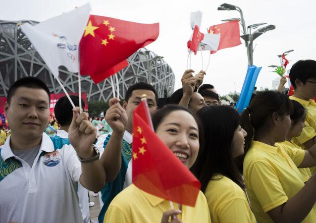 Парад волонтеров на церемонии открытия чемпионата мира 2015 по легкой атлетике в Пекине