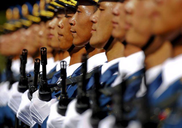 白皮书:新时代的中国将全面推进军事人员和武器装备等现代化