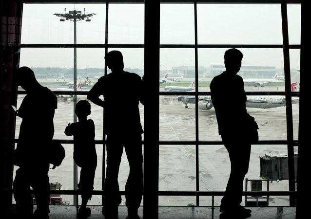 中国成都机场浓雾天气造成130余航班延误