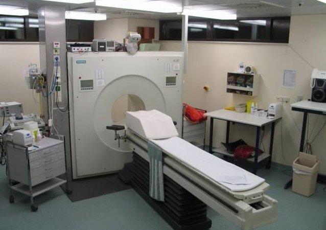 典型的正电子发射计算机断层扫描(PET)设备