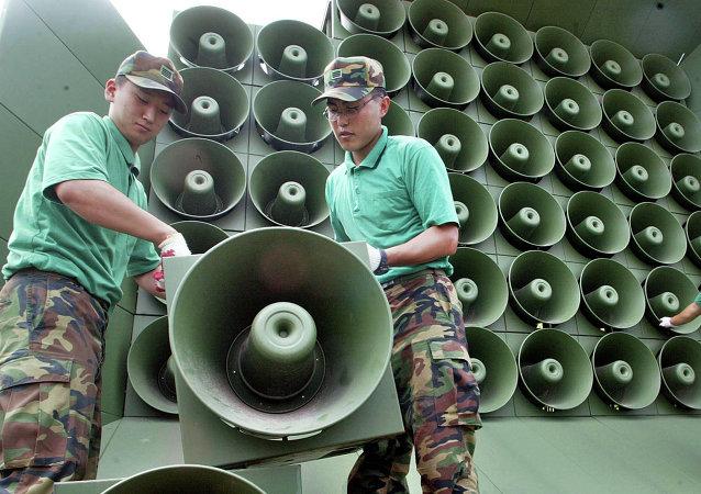 韩国通过扬声器在朝韩边境通报逃往韩国的朝鲜士兵消息