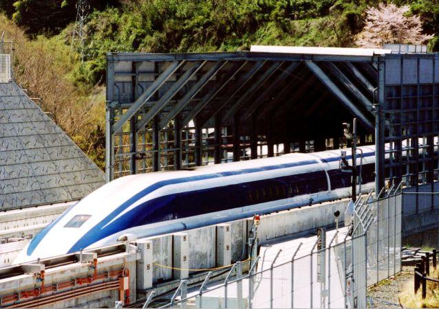 中国出口马其顿首辆列车投入运营