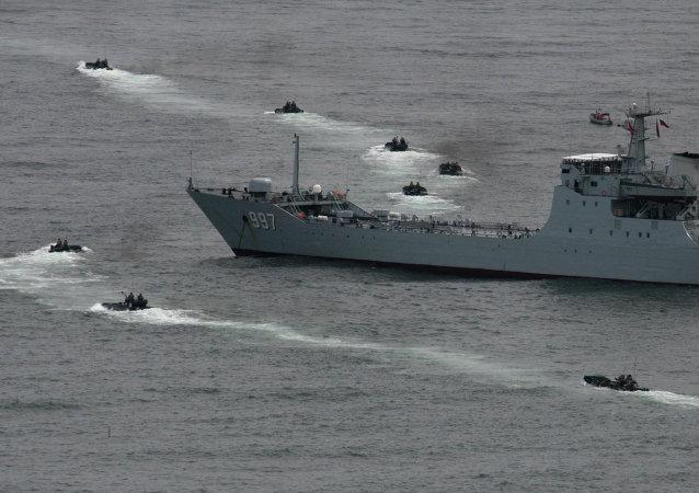 俄中演习参演军舰阅兵在符拉迪沃斯托克开始