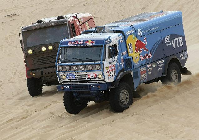 俄赛车手:丝路拉力赛是卡玛斯大师车队在达卡尔大赛前的热身赛