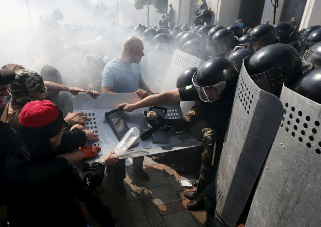 克宫:俄方对乌克兰议会大楼外的暴力表示忧虑