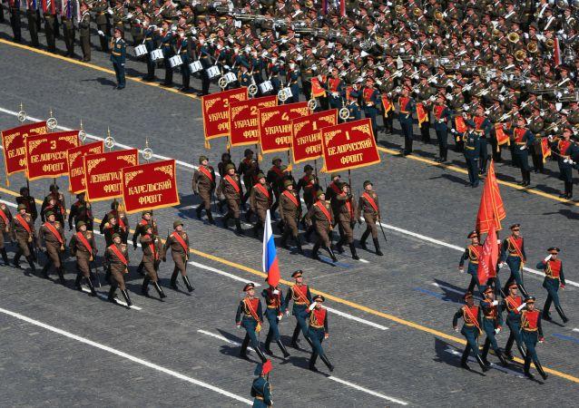 俄防长:先烈的功勋将永远是舍己为国的典范