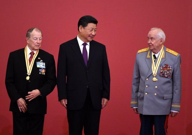 中国人民抗日战争胜利70周年纪念章颁发仪式在京隆重举行