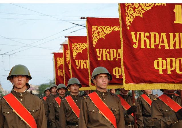 俄萨哈林为庆祝日侵占南萨哈林和千岛群岛解放70周年举行阅兵