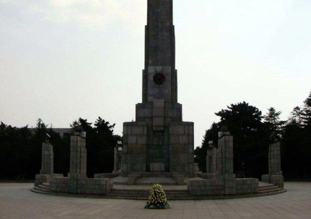 中国吉林省举行纪念抗战胜利70周年祭奠苏联红军烈士活动