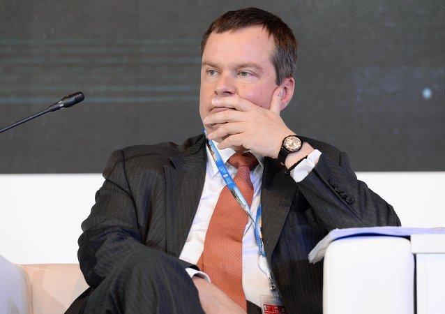 俄财政部:卢布波动性使俄中向本币结算过渡过程复杂许多