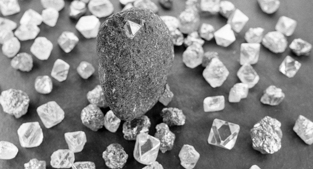今年第一季度俄阿尔罗萨公司钻石销售收入超过13亿美元