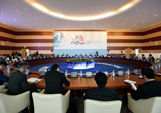 俄总统驻远东联邦区全权代表:将于10月开始准备2016年东方经济论坛
