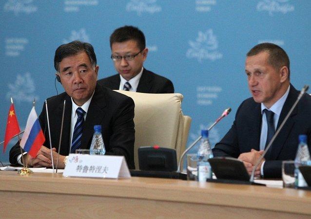 中国副总理:75家营业额占全国GDP六分之一的中国公司参加东方经济论坛