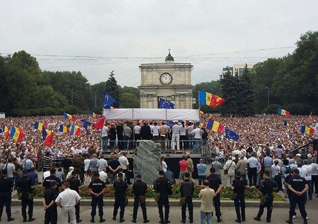 摩尔多瓦示威民众向当局发出最后通牒