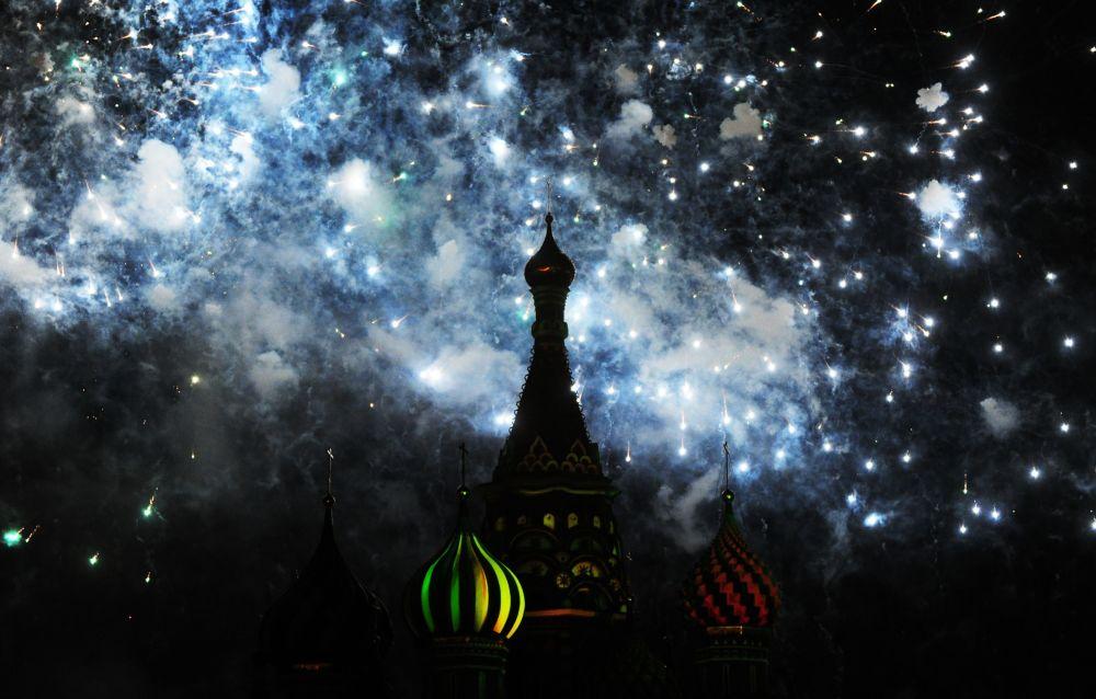 """""""斯帕斯卡亚塔楼""""军乐节开幕"""