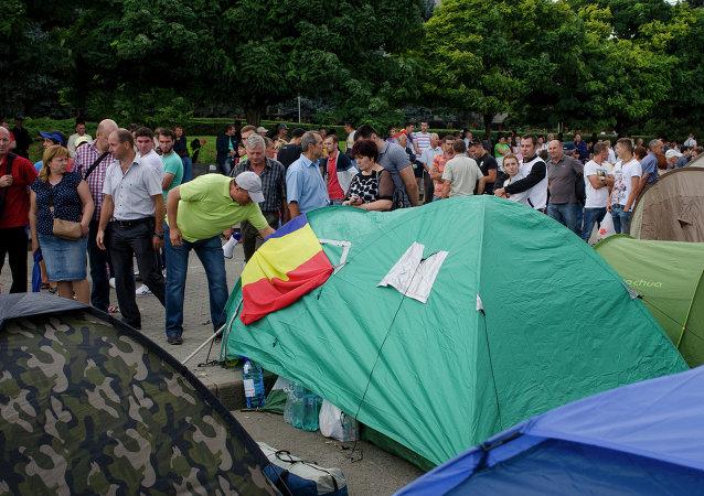 律师:3名基希讷乌抗议者被拘留72小时