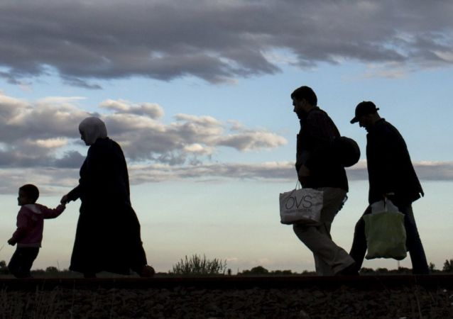 希腊和马其顿边境难民因寒冷减少