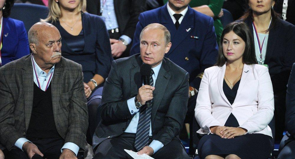 普京:俄政府应在2018年将国产药物比例升至90%