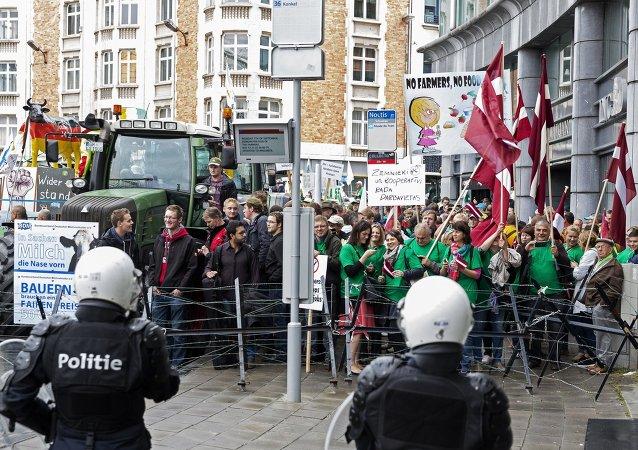 布鲁塞尔欧洲区被5000余名抗议农民包围