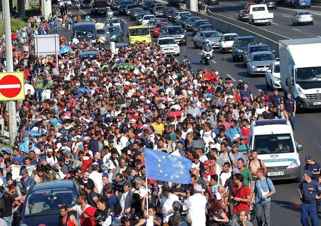 匈牙利创难民新纪录 入境人数突破万人