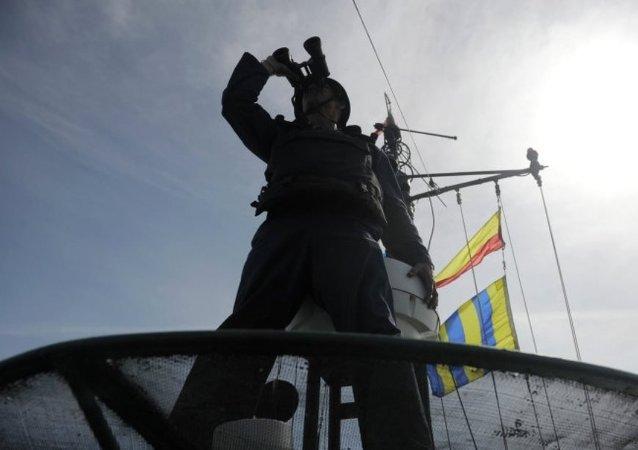 俄里海军舰和海军陆战队在突击检查中进入完全战备