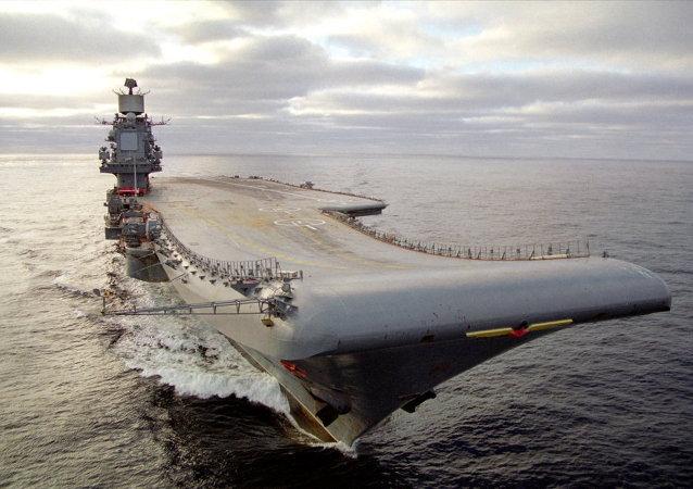 """俄海军""""苏联元帅库兹涅佐夫""""号重型巡洋舰驶入巴伦支海域"""