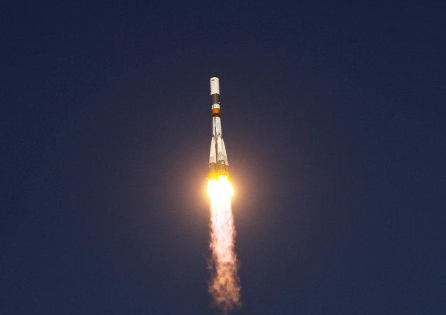 """搭载两颗伽利略卫星的俄""""联盟""""型运载火箭从库鲁发射场发射"""