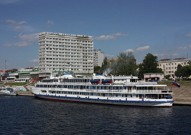 消息人士:俄一艘载有139名乘客的内燃机船在卡累利阿白海运河搁浅