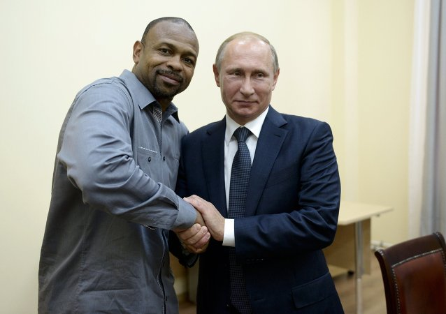 總統令:普京授予拳擊之神小羅伊•瓊斯俄羅斯國籍