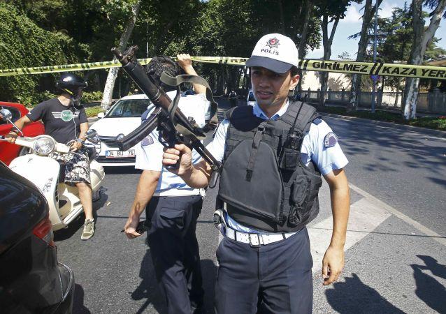 土耳其当局在东南部最大城市实施宵禁