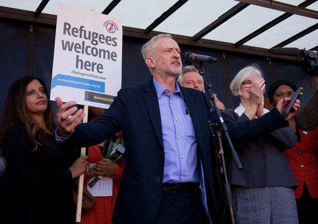 英国工党领袖在不信任案通过后拒绝辞职