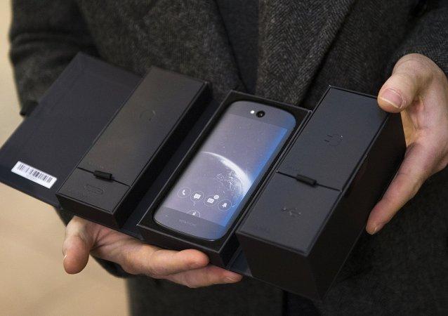 中国制造:YotaPhone将由中兴生产
