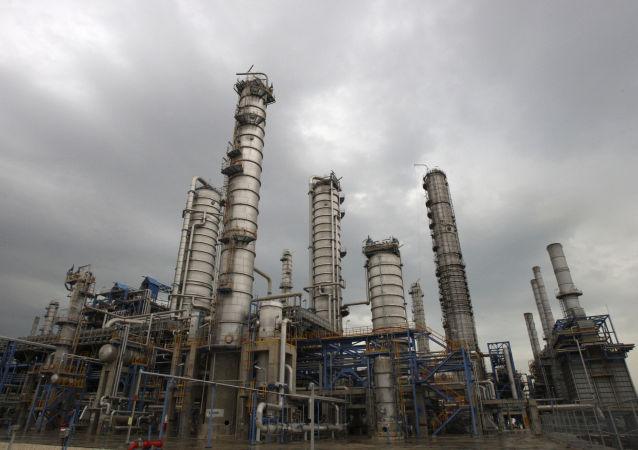 伊朗国家石油公司:俄中法企业有意参加伊朗的油田项目