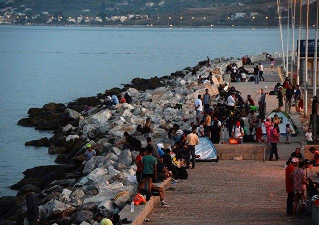 在希腊沿岸的难民船沉没造成一名五岁女孩淹死