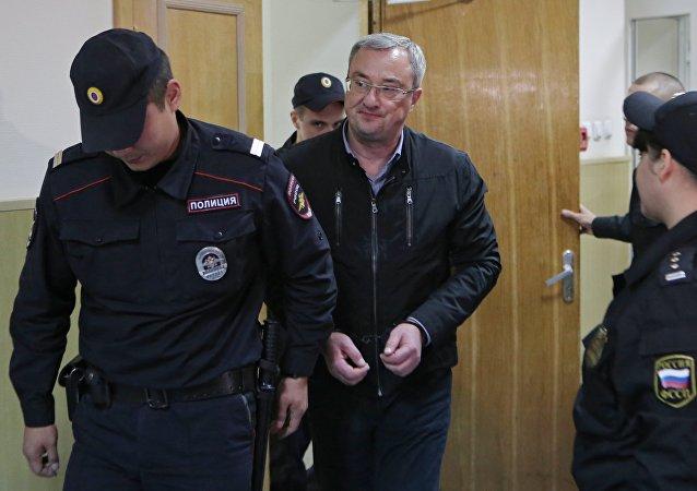 科米共和国总统因欺诈和组建犯罪集团被捕