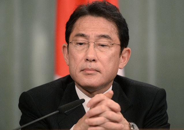 日本首相改组内阁 外相岸田文雄留任