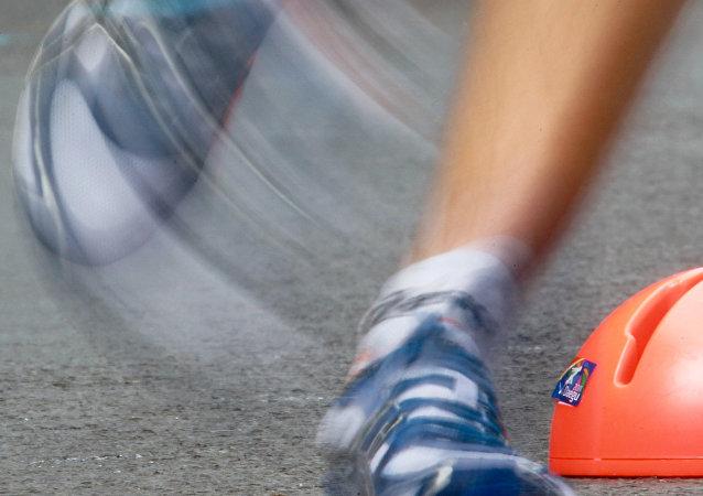 中国马拉松选手将肥皂当成补充能量食物误吞下