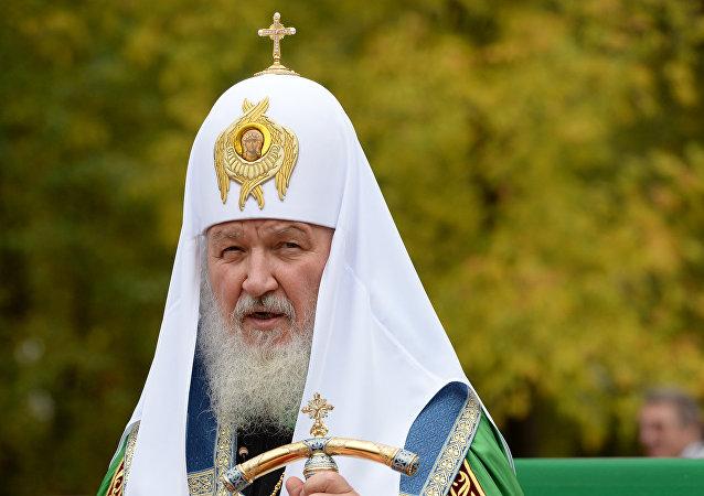 普京致贺宗主教基里尔寿辰 指出其为发展宗教间对话做出的贡献