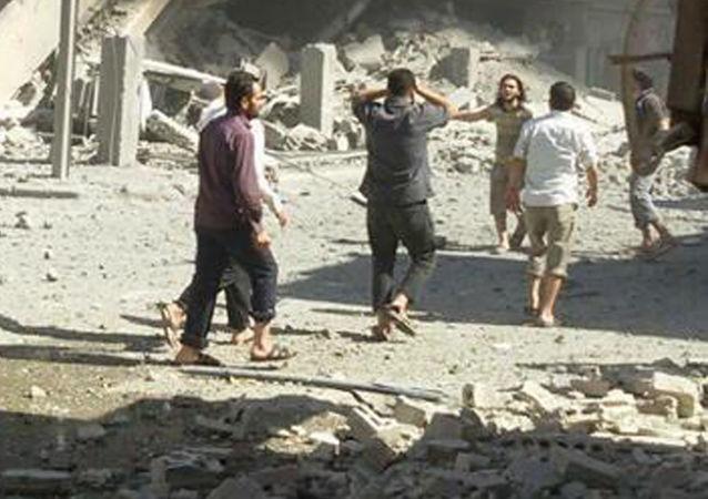 """霍姆斯空袭:""""白色头盔""""在叙利亚伤亡人数报告上造假被拆穿"""
