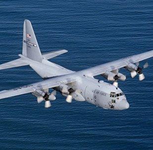 """美国C-130""""大力神""""(Hercules)军用运输机"""