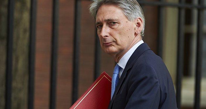 英国是欧盟成员国_哈蒙德:英国近期正就其在欧盟成员国身份问题积极谈判