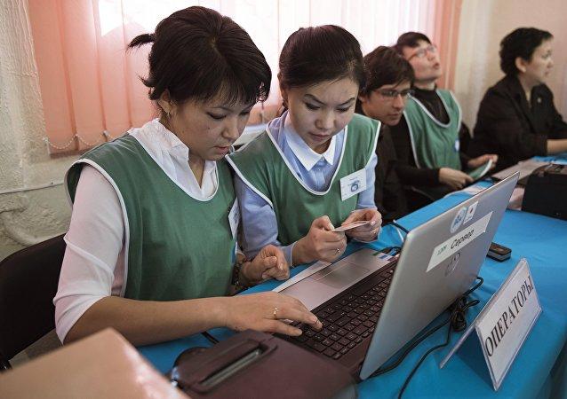 俄罗斯观察员: 吉尔吉斯运用生物统计学使得选举透明度大大提高