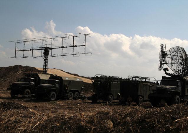 叙强力人员在拉塔基亚市入口截停一辆载有炸弹汽车