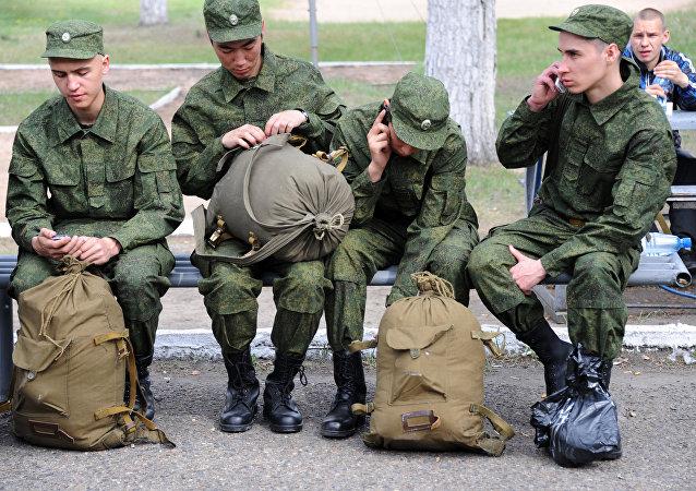俄国防部计划秋季招募15.2万名新兵入伍