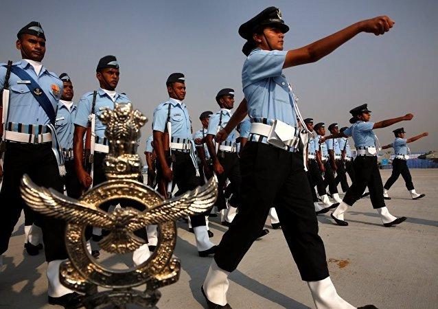 印度总统称政府将允许妇女在军队所有作战部队服役