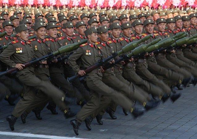 朝鲜举行史上最大规模阅兵
