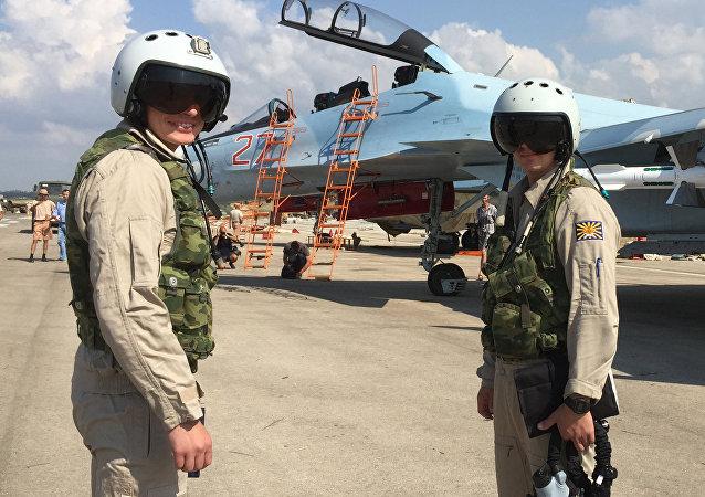 俄罗斯演员为在叙利亚的俄飞行员进行慰问演出